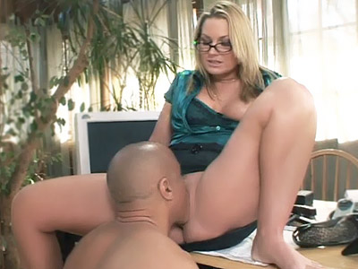 Sexy Blonde Pornstar Dishes Out searcher Pussy